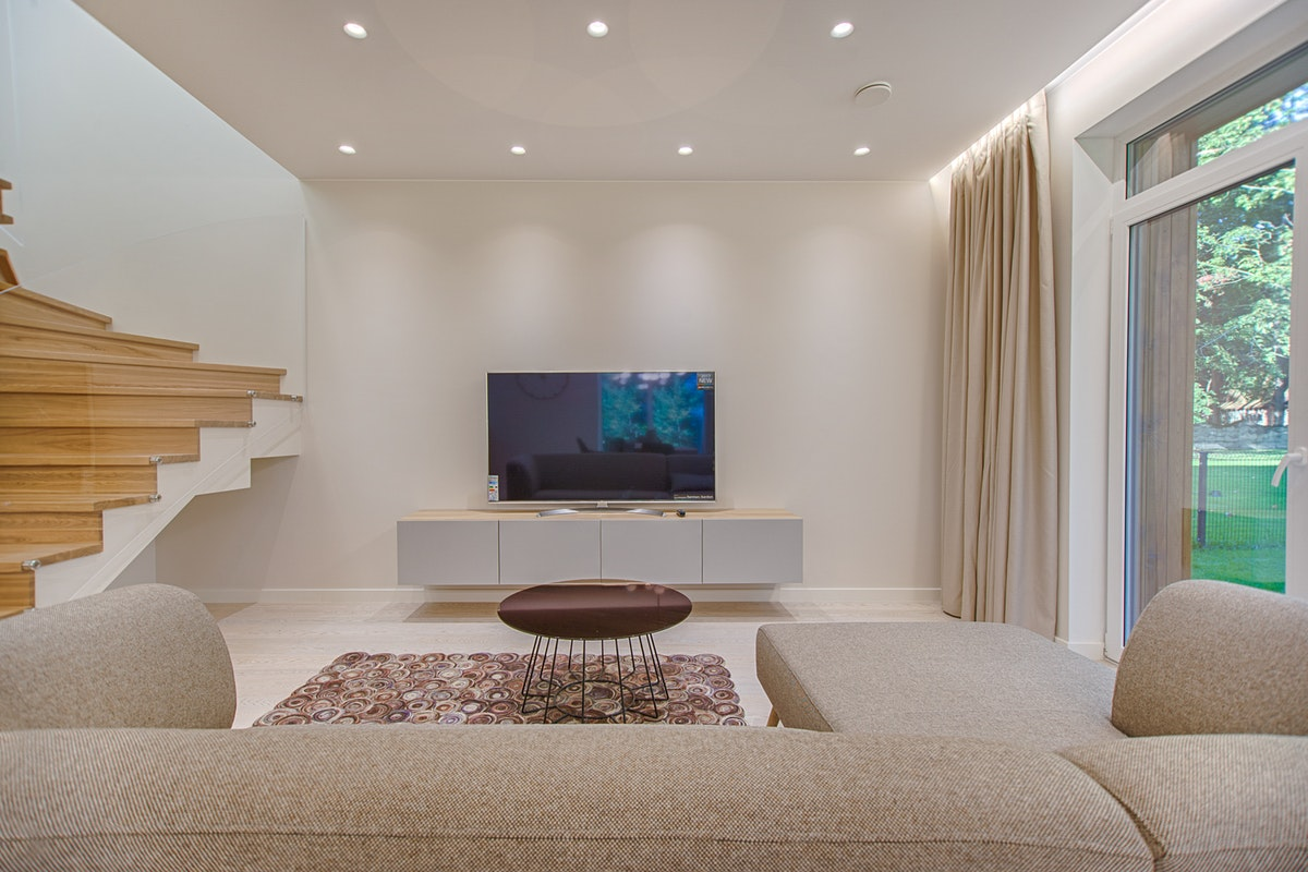 Factors to Keep in Mind When Lighting A Home
