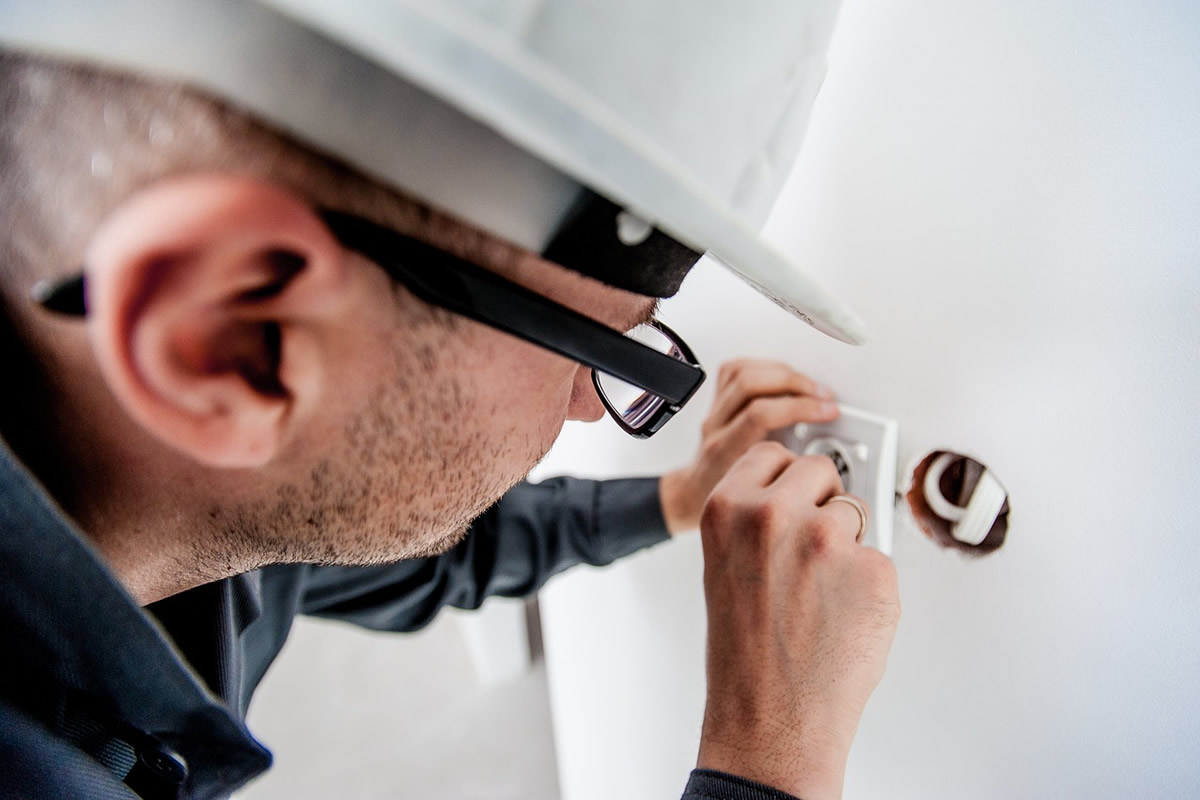 Signs that Your Home Needs an Electrical Safety Inspection
