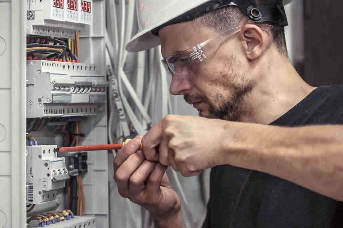 Top Questions to Ask Electricians before You Hire Them